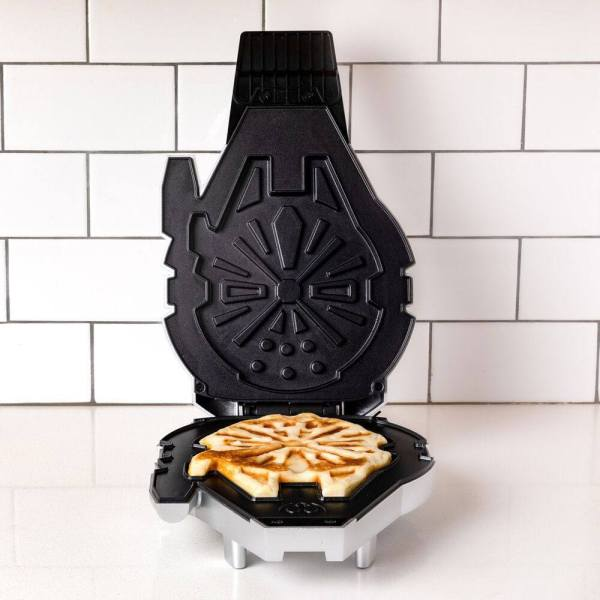 Star Wars Waffle Maker Millennium Falcon - uncb12111