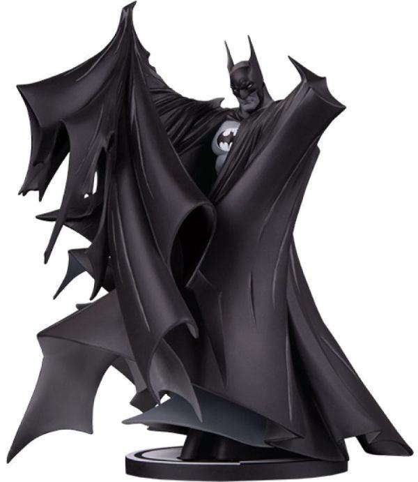 Batman Black and White Deluxe Szobor - Batman by Todd McFarlane (Version 2.0) 24 cm