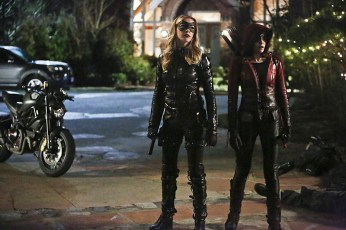 """Arrow -- """"Taken"""" -- Image AR415A_0205b.jpg -- Pictured (L-R): Katie Cassidy as Laurel Lance/Black Canary and Willa Holland as Thea Queen / Speedy -- Photo: Bettina Strauss/ The CW -- © 2016 The CW Network, LLC. All Rights Reserved."""