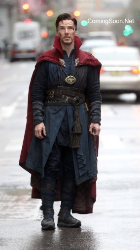 "NEW YORK, NEW YORK - APRIL 02: Benedict Cumberbatch filming ""Dr. Strange"" on April 2, 2016 in New York City. (Photo by Steve Sands/GC Images)"