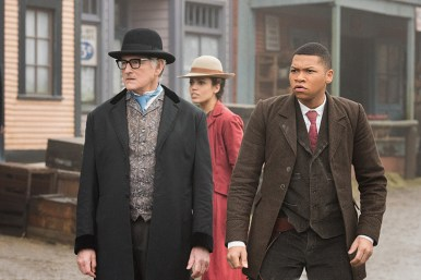 """DC's Legends of Tomorrow -- """"The Magnificent Eight""""-- Image LGN111a_0034.jpg -- Pictured (L-R): Victor Garber as Professor Martin Stein, Ciara Renee as Kendra Saunders/Hawkgirl and Franz Drameh as Jefferson """"Jax"""" Jackson -- Photo: Dean Buscher/The CW -- © 2016 The CW Network, LLC. All Rights Reserved"""
