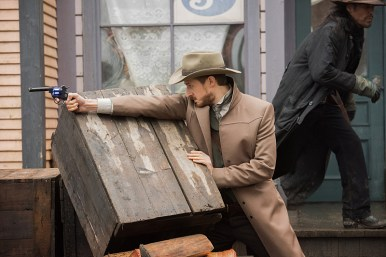 "DC's Legends of Tomorrow -- ""The Magnificent Eight""-- LGN111a_0121.jpg -- Pictured: Arthur Darvill as Rip Hunter -- Photo: Dean Buscher/The CW -- © 2016 The CW Network, LLC. All Rights Reserved"