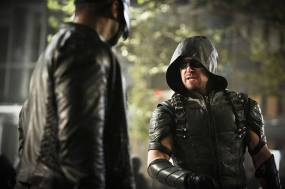 """Arrow -- """"Schism"""" -- Image AR423b_0299b.jpg -- Pictured (L-R): David Ramsey as John Diggle and Stephen Amell as Green Arrow -- Photo: Bettina Strauss/The CW -- © 2016 The CW Network, LLC. All Rights Reserved."""