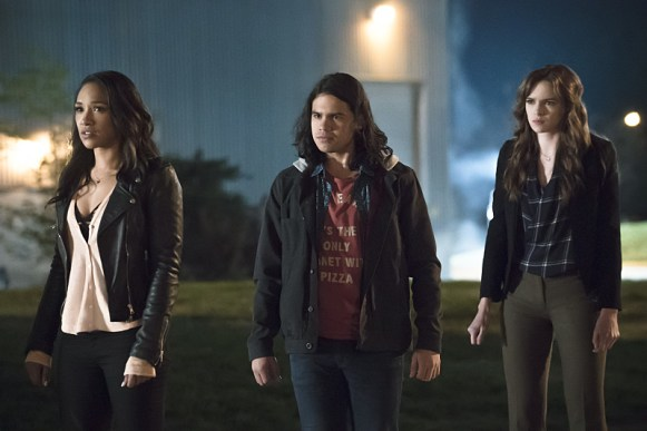 "The Flash -- ""The Race of His Life"" -- Image: FLA223b_0069b.jpg -- Pictured (L-R): Candice Patton as Iris West, Carlos Valdes as Cisco Ramon and Danielle Panabaker as Caitlin Snow -- Photo: Katie Yu/The CW -- © 2016 The CW Network, LLC. All rights reserved."
