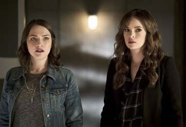"The Flash -- ""The Race of His Life"" -- Image: FLA223a_0072b.jpg -- Pictured (L-R): Violett Beane as Jesse Quick and Danielle Panabaker as Caitlin Snow -- Photo: Katie Yu/The CW -- © 2016 The CW Network, LLC. All rights reserved."