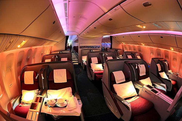 th_Qatar_Airways_Boeing_777-200LR_Business_Class_cabin_Beltyukov