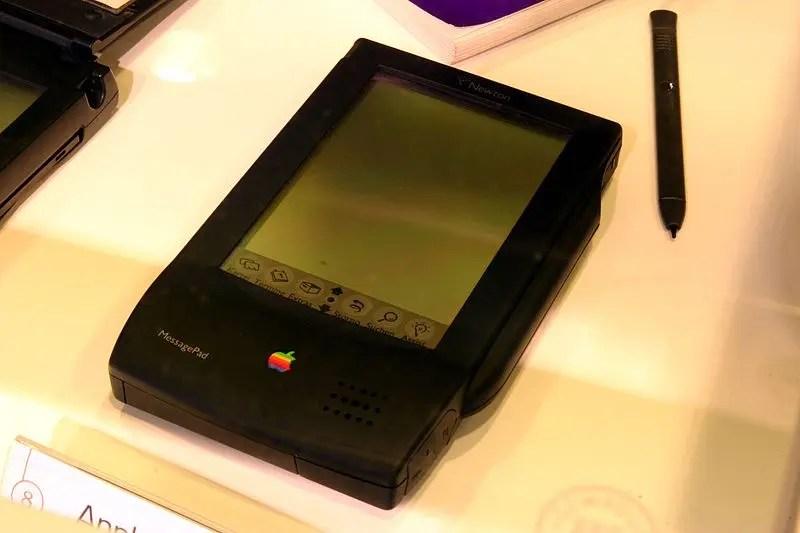 q3GWA4F 20年前の元祖スマホと呼べるPDAをご覧ください。なにこれカッコいい
