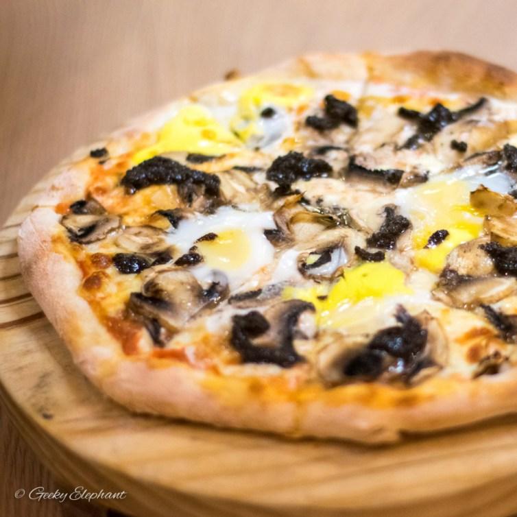 """Ricciotti Pizza Pasta Grill: 9"""" Al Tartufo Pizza"""