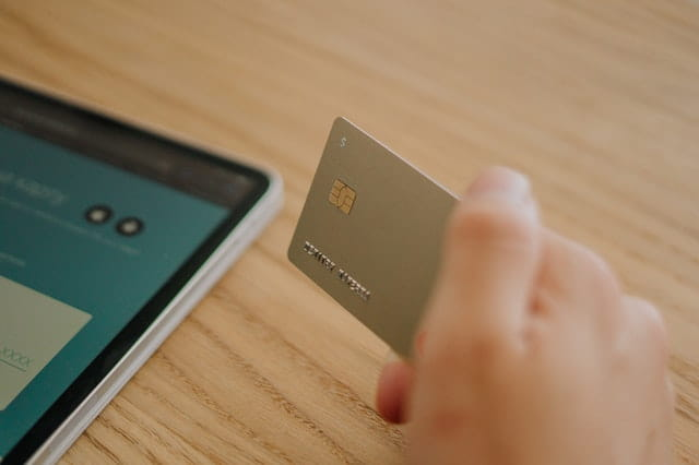 Shop using credit cards to redeem points and discount offers