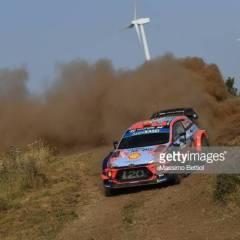 Teemu Suninen ajoi podiumille Sardiniassa – rallin voittoon nousi yllätysnimi