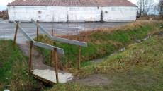 Het Vanhaverbeke brugje, ooit begonnen met een verloren pallet daar te leggen door mij