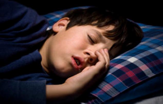 Andauernde Nasenspraybenutzung bei Kindern