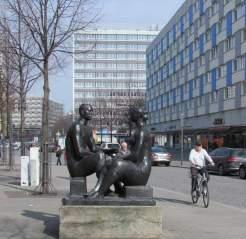 Ehem. Brühlpelz-Gebäude (hinten, Mitte)
