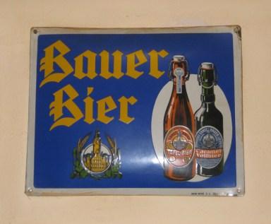 Historisches Blechschild der Brauerei Bauer