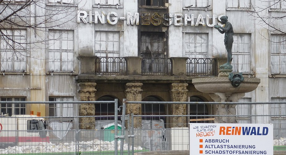 Riesen-Graffiti am Ring