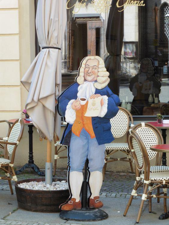 Bach-Aufsteller 2015 vor einem Café an der Thomaskirche