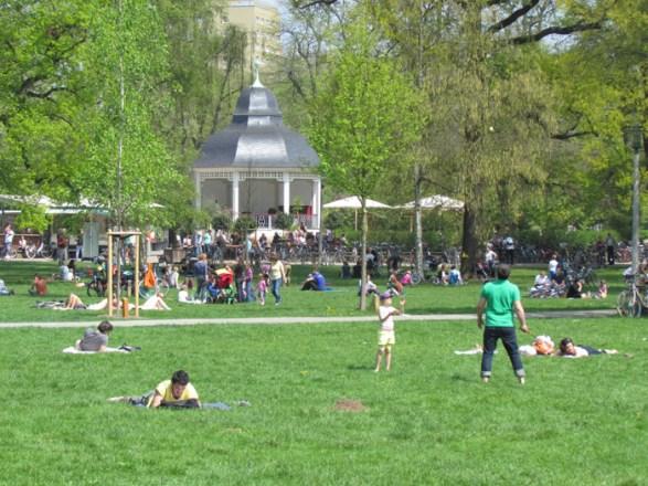 Am Musikpavillon im Clara-Zetkin-Park