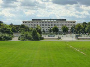 2014: Blick über die Festwiese zur ehem. DHfK