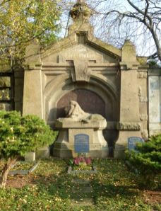 Pinkerts Grab auf dem Nordfriedhof
