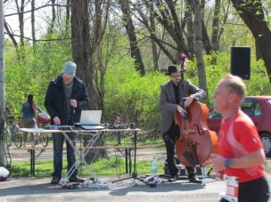DJ mit Bass in der Jahnallee