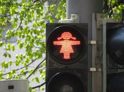 Rote Ampelfrau in Gohlis