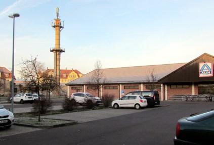 Aldi-Parkplatz neben DML