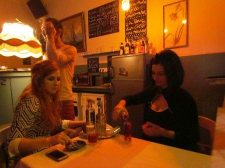Madlen (links) mit einer Freundin