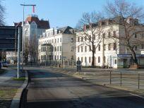Dem Café Petit ähnliche Häuser in der Dresdner Straße (Jan. 2019)