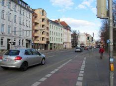 Drogenhaus (grün) heute, Lücke mit Bäumen: Elstertal