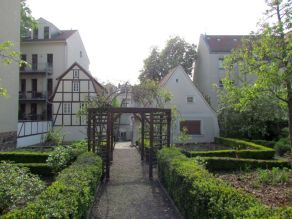 Nebenan das Schillerhaus samt Garten