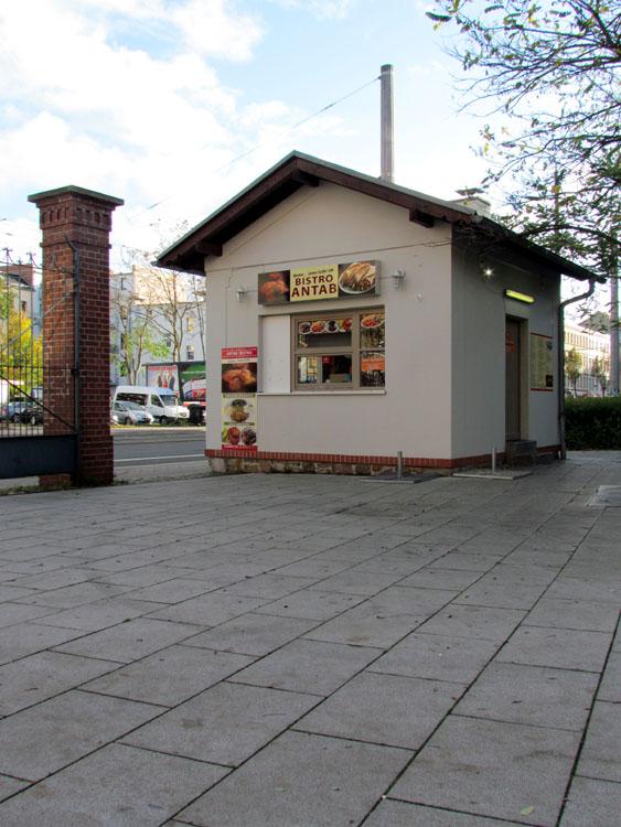 Pförtnerhäuschen vorm Kaufland in Gohlis
