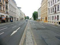 Der schmale Fußweg in der Mitte