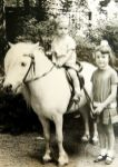 Silke mit Bruder und Pony im Leipziger Zoo
