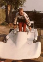 Henry Büttner 1989 in seinem noch weißen Rennwagen MT 77