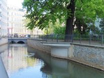 Am Wasserspielplatz Grassistraße, Blick zur Simsonstraße