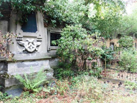 Auf dem Lindenauer Friedhof