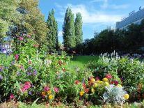 Blumenpracht zwischen Bahnhof und Parkhotel