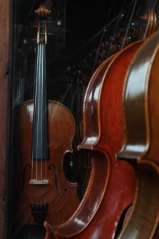 ...Violinen und Bratschen.