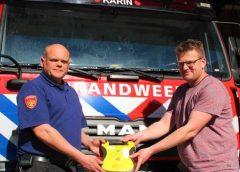 brandweer Tjalleberd schenkt AED
