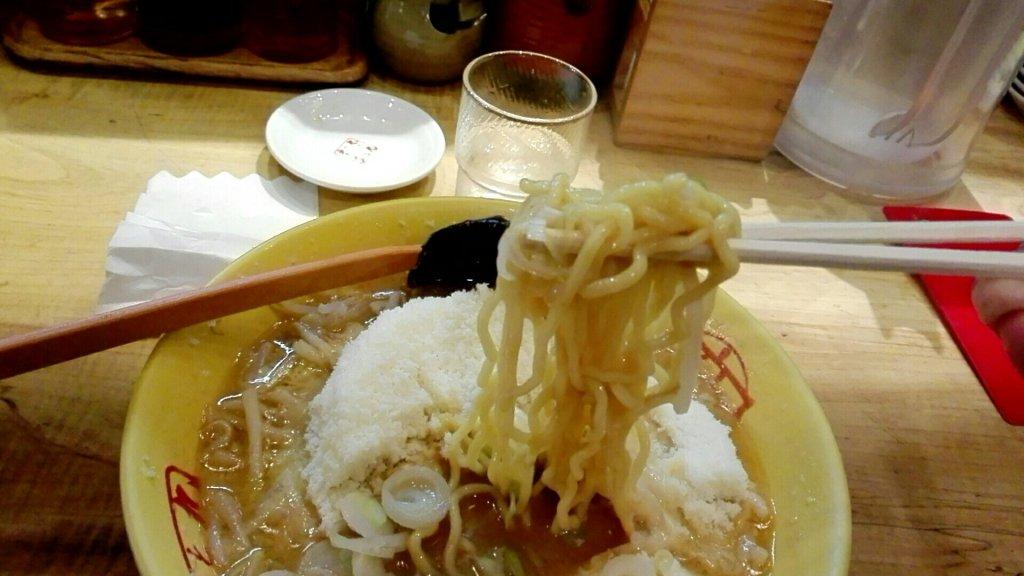 元祖チーズラーメン麺上げ