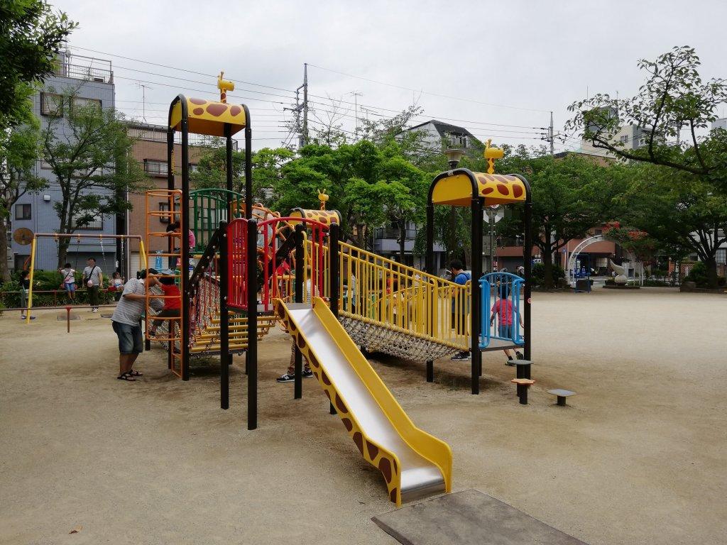 上篠崎4丁目公園の大型遊具