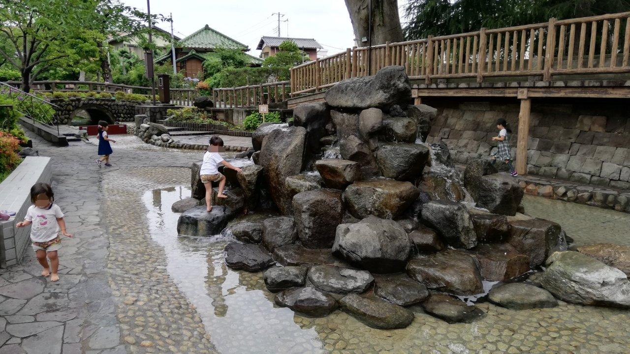 古川親水公園のじゃぶじゃぶ池