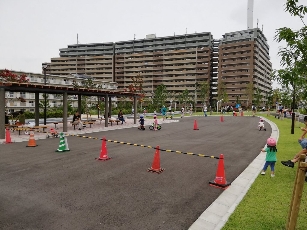 江戸川区東部交通公園の中央の広場