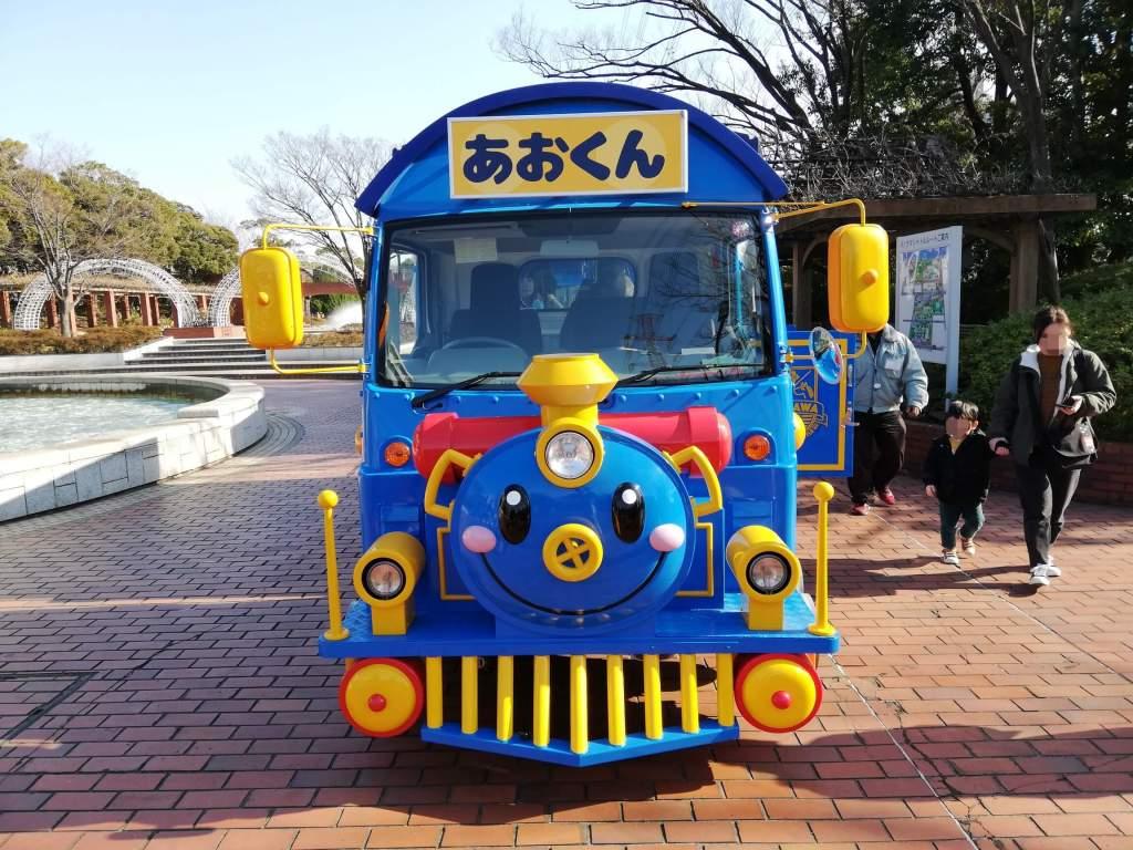 江戸川区の南葛西の公園間を移動するパノラマシャトルあおくん
