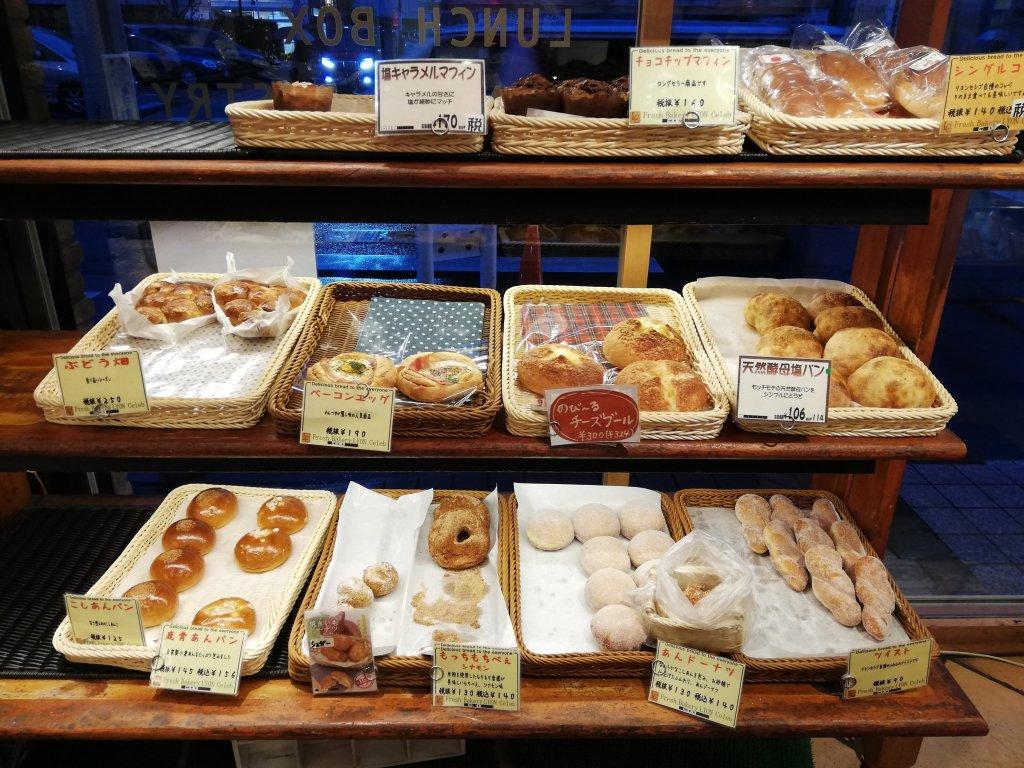 リヨンセレブ鹿骨店のパンの棚