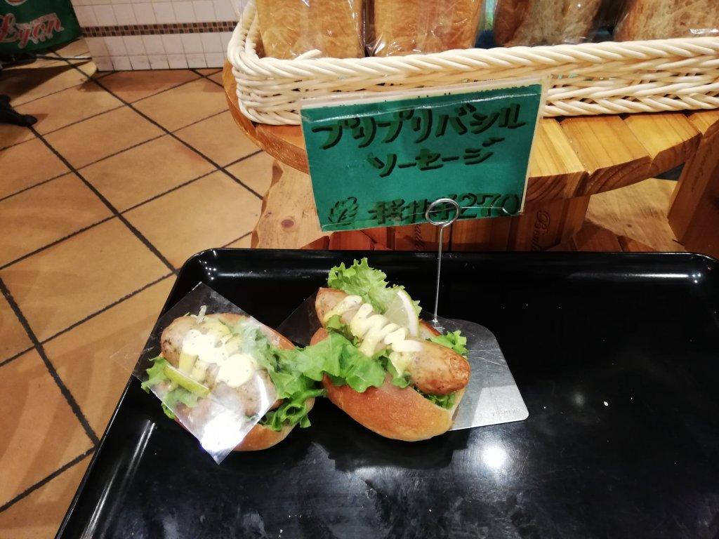 リヨンセレブ鹿骨店のソーセージパン