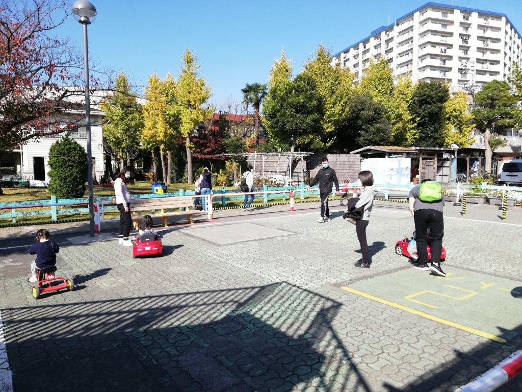 葛飾区の新宿交通公園の三輪車と豆自動車