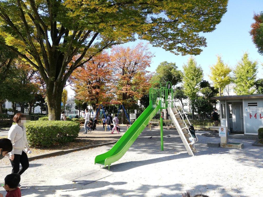 葛飾区の新宿交通公園の滑り台