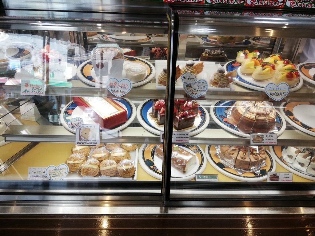 パティスリーパスカルのロールケーキやシュークリームなどの洋菓子