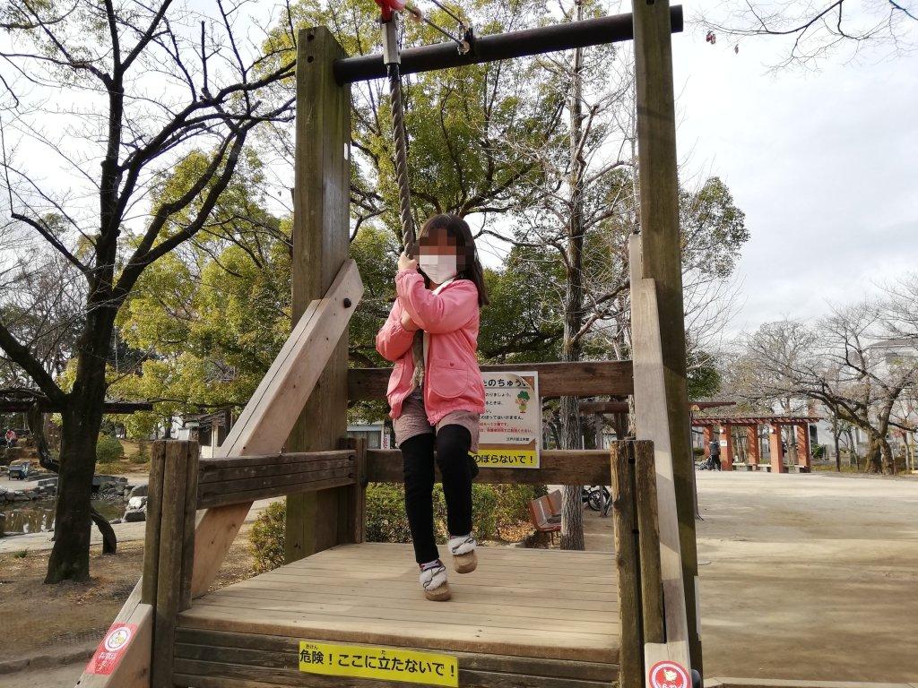 江戸川区中央森林公園のターザンロープ